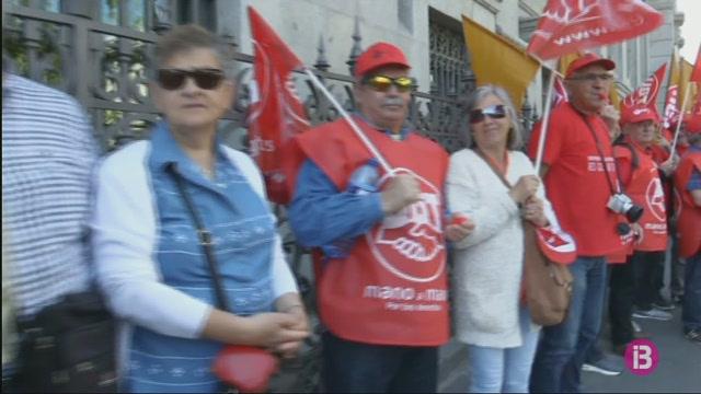 Milers+de+jubilats+protesten+per+unes+pensions+dignes