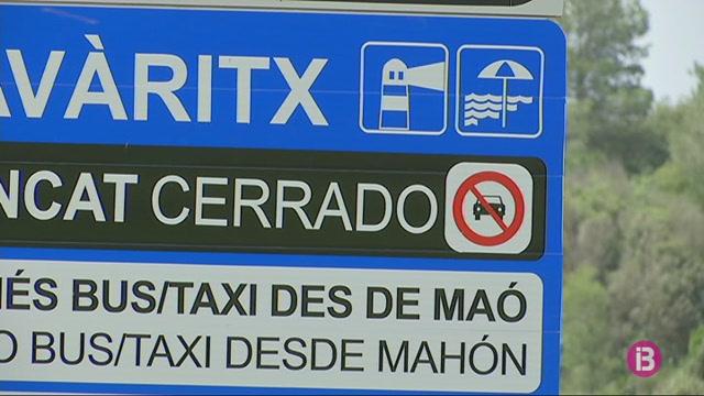 Instal%C2%B7lats+els+senyals+que+prohibeixen+els+conductors+arribar+a+Fav%C3%A0ritx+en+cotxe