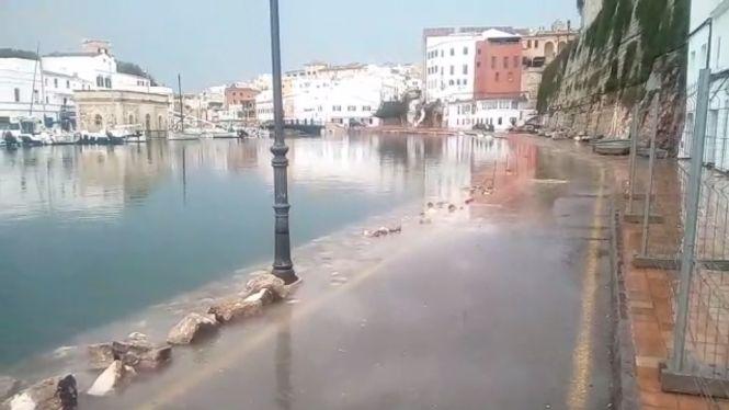 Surten+v%C3%ADdeos+in%C3%A8dits+del+temporal+de+Menorca+despr%C3%A9s+de+tres+dies+sense+llum