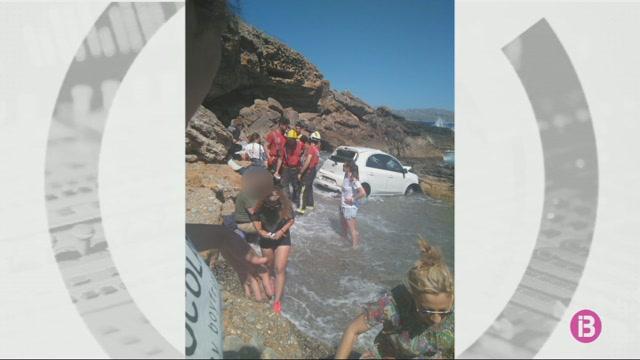 Dos+turistes+ferits+per+la+caiguda+amb+el+seu+cotxe+per+un+penya-segat