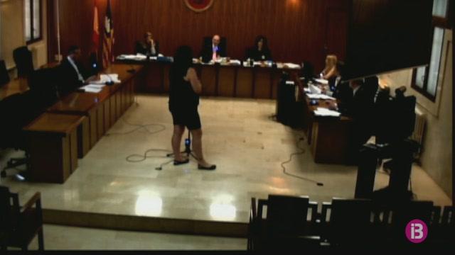 Jutgen+una+dona+acusada+d%27apropiar-se+43.000+euros+d%27una+anciana