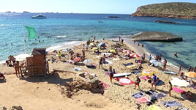 Sant+Josep+tanca+les+Platges+de+Comte+durant+unes+hores+per+mor+de+la+massificaci%C3%B3
