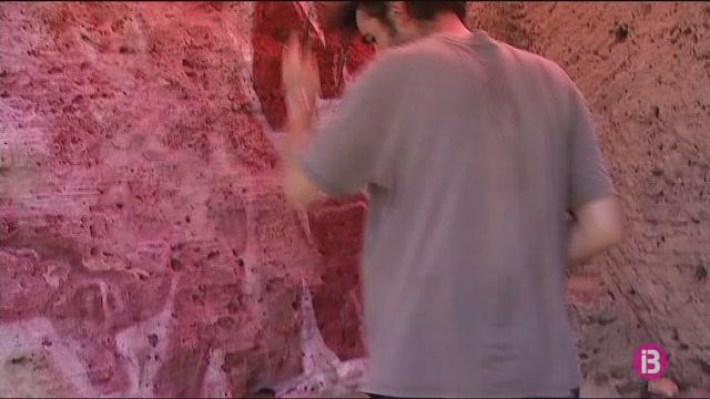 Netejar+els+grafits+de+la+Punta+Negra+a+Santany%C3%AD+costa+3.000+euros
