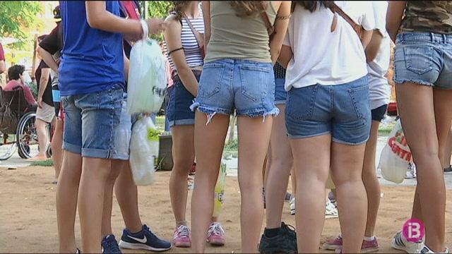 Els+gots+reutilitzables+s%27estenen+a+totes+les+festes+amb+cavalls+de+Menorca