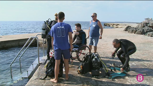 Els+turistes+i+residents+amb+necessitats+especials+fan+activitats+amb+l%27ajuda+de+l%27ONG+Menorca+para+todos