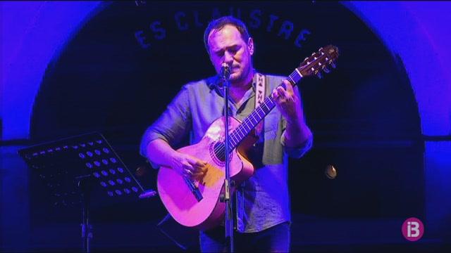 Ismael+Serrano+repassa+la+seva+carrera+musical+al+Claustre+de+Ma%C3%B3+davant+de+400+persones