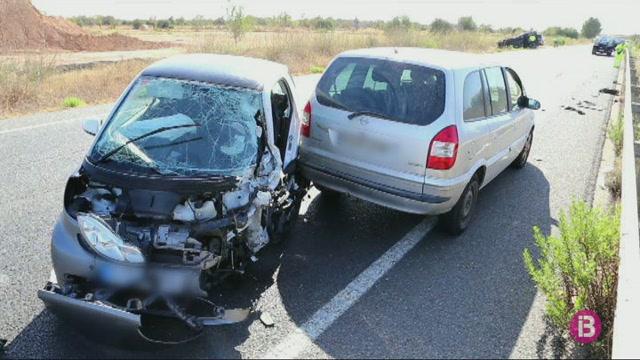 Accident+a+la+carretera+Campos-Llucmajor+amb+quatre+vehicles+implicats