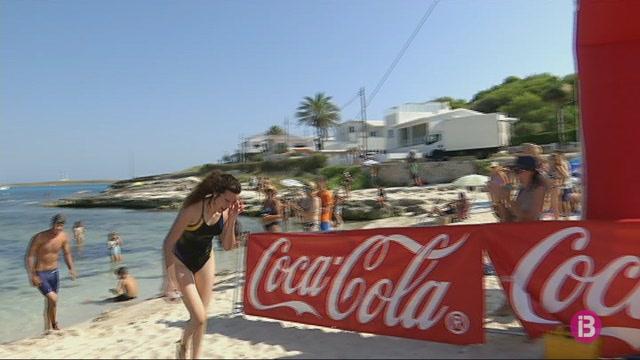 97+nedadors+recorren+els+2.200+metres+que+separen+Biniancolla+de+Punta+Prima