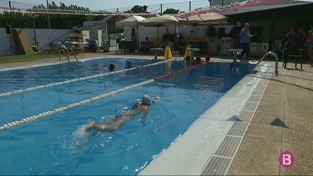 163+persones+fan+torns+per+nedar+24+hores+a+la+piscina+d%27Es+Mercadal+en+benefici+d%27Aspanob