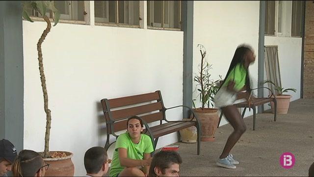 Quinze+joves+de+tota+Espanya+participen+al+camp+de+treball+organitzat+per+l%27associaci%C3%B3+AM%C3%89S