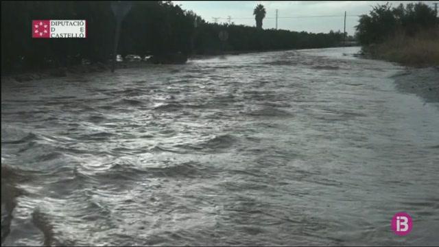 Les+pluges+provoquen+inundacions+i+talls+a+les+carreteres+del+sud+de+Castell%C3%B3