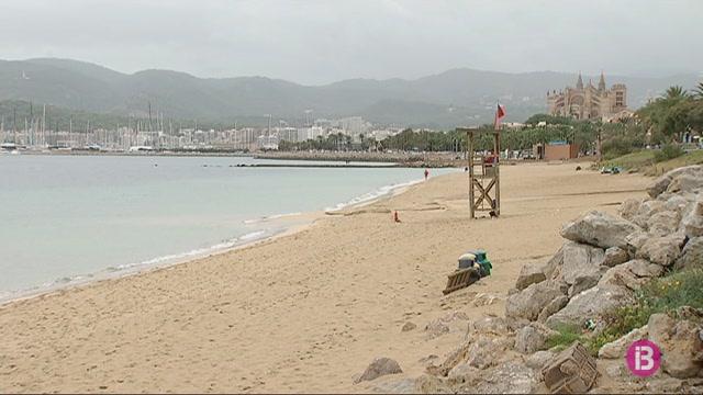 Les+pluges+intenses+obliguen+a+tancar+la+platja+de+Can+Pere+Antoni