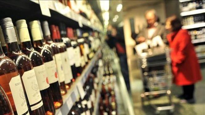 Experts+europeus+alerten%3A+%22Les+grans+superf%C3%ADcies+de+les+Illes+incompleixen+la+llei+i+venen+alcohol+a+menors%22