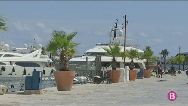Un+home+va+morir+anit+en+un+iot+amarrat+al+port+Ibiza+Magna