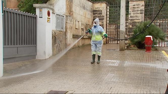 Emaya+fa+net+els+carrers+de+Palma+amb+aigua+i+lleixiu+arran+del+coronavirus