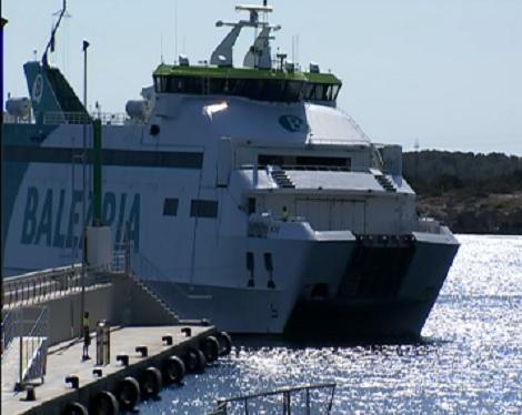 Escassa+ocupaci%C3%B3+al+darrer+vaixell+de+passatgers+entre+Ciutadella+i+Alc%C3%BAdia