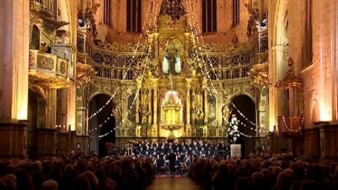 El+Messies+de+H%C3%A4ndel+omple+de+cantaires+la+bas%C3%ADlica+de+Sant+Francesc