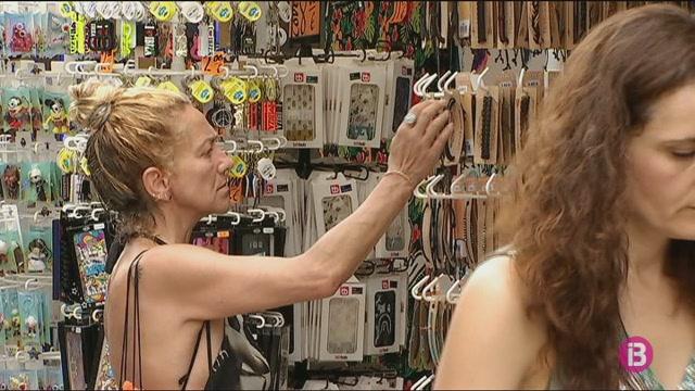 Confusi%C3%B3+entre+els+comerciants+de+Sant+Antoni+per+la+reducci%C3%B3+d%27altura+dels+penjadors+de+roba