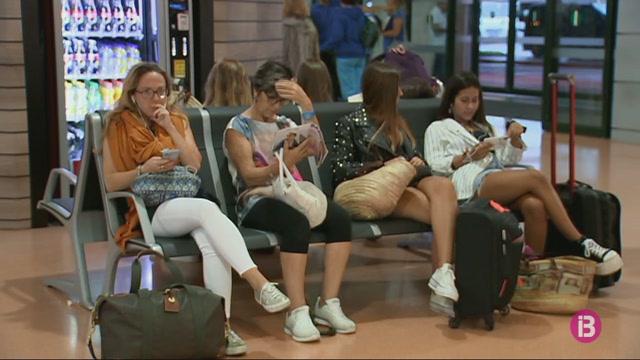 El+mal+temps+causa+nombrosos+retards+a+l%27aeroport+de+Menorca