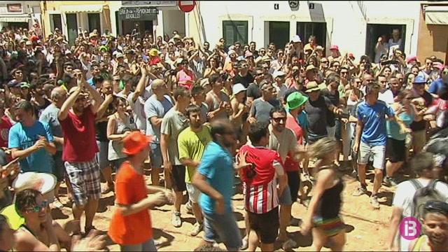 La+venda+de+18.400+gots+reutilitzables+a+les+festes+de+Menorca+ha+evitat+884+quilos+de+residus