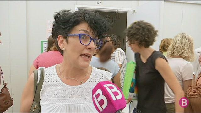 El+curs+comen%C3%A7a+amb+protestes+pels+barracons+al+CEP+Joan+Veny+i+Clar+de+Campos