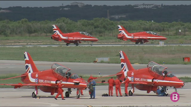 Els+Red+Arrows+ja+han+aterrat+a+Menorca+per+a+l%27exhibici%C3%B3+a%C3%A8ria+de+dimarts