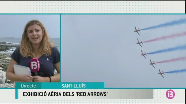 Els+Red+Arrows+meravellen+m%C3%A9s+de+1.000+persones+a+la+costa+de+Sant+Llu%C3%ADs
