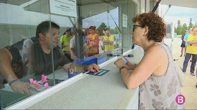 Els+socis+de+l%27Hestia+Menorca+comencen+a+recollir+els+seus+carnets