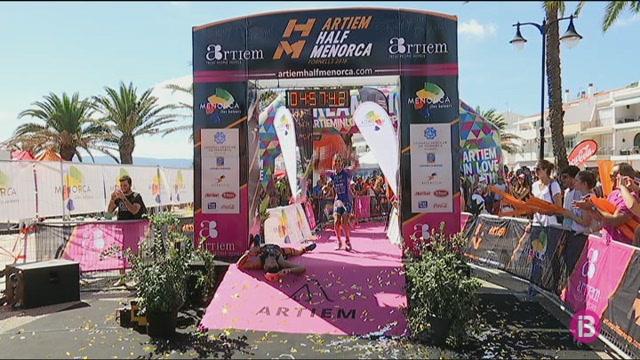 Ryan+Christian+i+Leonor+Font+guanyen+el+triatl%C3%B3+Half+Menorca+a+Fornells