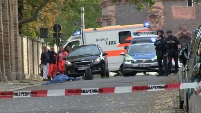Dues+persones+mortes+en+un+atemptat+antisemita+a+Alemanya
