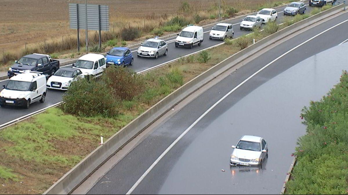 Tallen+un+tros+de+l%27autopista+Palma-Andratx+en+inundar-se+part+de+la+via