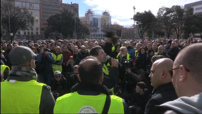 Els+taxistes+de+Barcelona+voten+avui+horabaixa+si+mantenen+la+vaga+indefinida