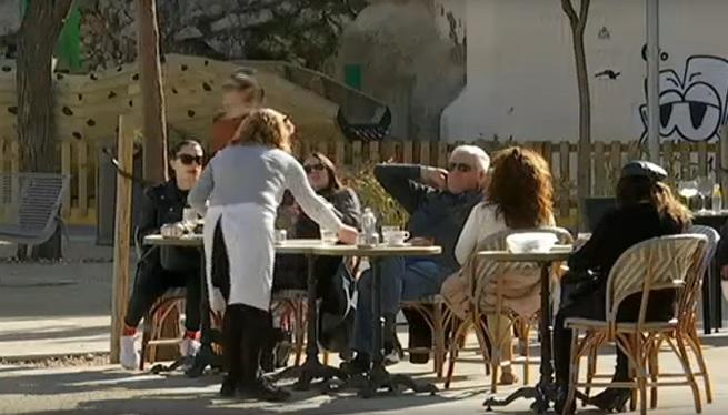 Els+bars+i+restaurants+de+les+Piti%C3%BCses+esperen+una+temporada+sense+manca+de+personal+i+menys+activitat