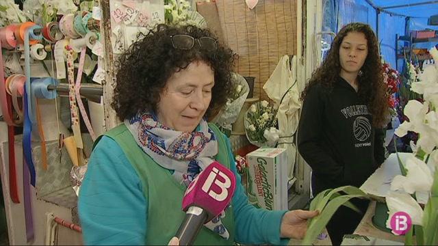 La+venda+de+flors+s%27anima+despr%C3%A9s+d%27un+inici+de+campanya+de+Tots+Sants+fluix