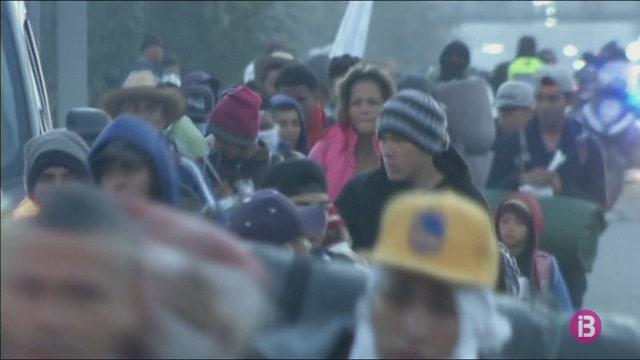 Devers+5.000+migrants+continuen+la+marxa+de+la+caravana+humana+cap+a+Tijuana
