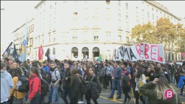 Noves+mobilitzacions+dels+tres+grans+sectors+professionals+a+Catalunya