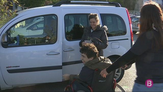 Ma%C3%B3+prepara+una+campanya+perqu%C3%A8+es+respectin+els+aparcament+per+a+persones+amb+discapacitat