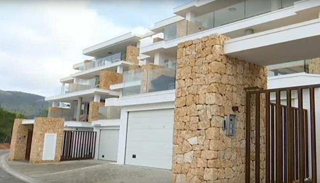 Denuncien+tres+immobili%C3%A0ries+i+els+propietaris+de+Vadella+64+per+anunciar+locals+com+a+cases+de+luxe+a+Eivissa