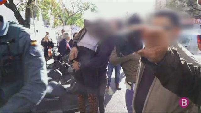 Detingudes+tres+persones+acusades+de+formar+una+banda+organitzada+per+cometre+robatoris