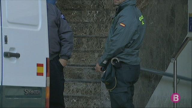 Els+migrants+sense+papers+arribats+a+Eivissa+seran+traslladats+en+ferri+a+Val%C3%A8ncia