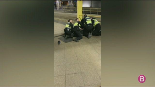 La+policia+brit%C3%A0nica+investiga+com+a+acte+terrorista+l%27apunyalament+de+3+persones+a+Manchester+aquesta+nit