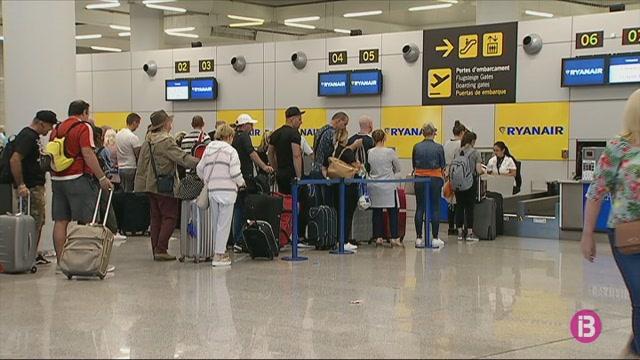 Es+mant%C3%A9+la+vaga+de+tripulants+de+cabina+de+Ryanair+per+als+dies+8%2C+10+i+13+de+gener