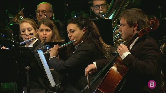 La+Banda+des+Migjorn+torna+omplir+el+Teatre+Principal+amb+el+seu+Concert+de+Reis