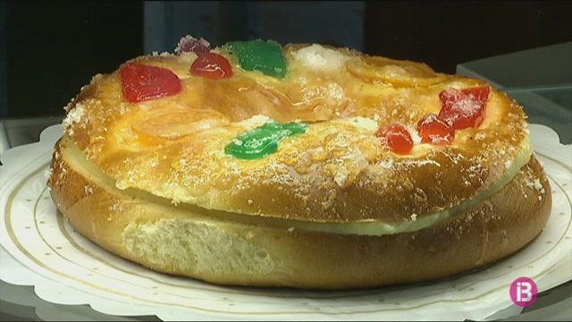 Cues+a+les+pastisseries+per+comprar+el+tradicional+tortell+de+Reis