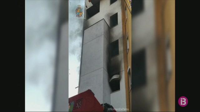 Els+Bombers+de+Palma+apaguen+un+foc+a+un+edifici+abandonat