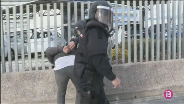 Un+taxista+detingut+en+una+nova+jornada+de+vaga+i+protestes+del+sector+a+Madrid