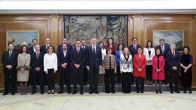 Els+22+nous+ministres+prometen+els+seus+c%C3%A0rrecs+davant+el+rei