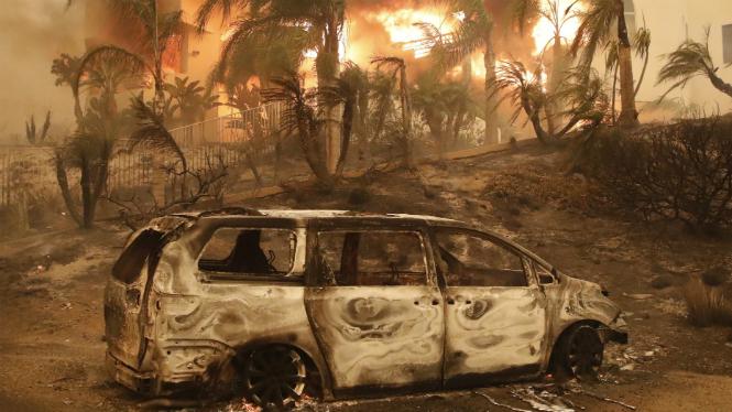 Almenys+nou+persones+mortes+pel+virulent+incendi+a+Calif%C3%B2rnia