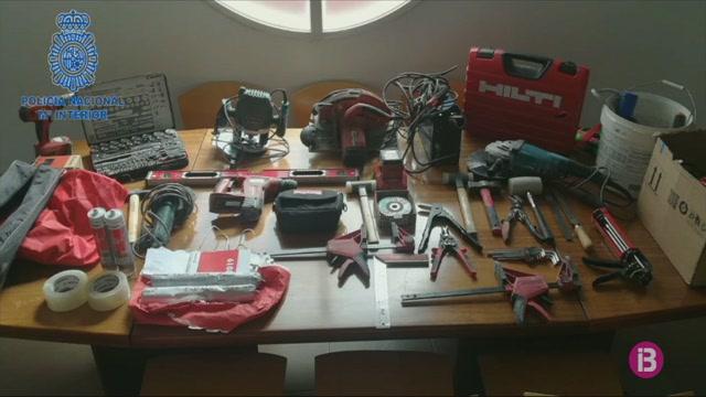 Dos+detinguts+per+robar+un+cami%C3%B3+i+eines+per+cometre+altres+furts