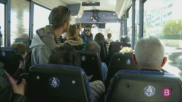 Satisfacci%C3%B3+i+confusi%C3%B3+entre+els+passatgers+del+bus+de+Sant+Antoni+al+Cetis